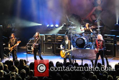 Robbie Crane, Damon Johnson, Ricky Warwick, Jimmy Degrasso and Scott Gorham 4