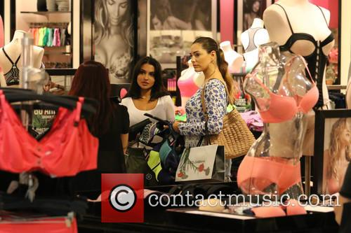 Kelly Brook shopping at Victoria's Secret
