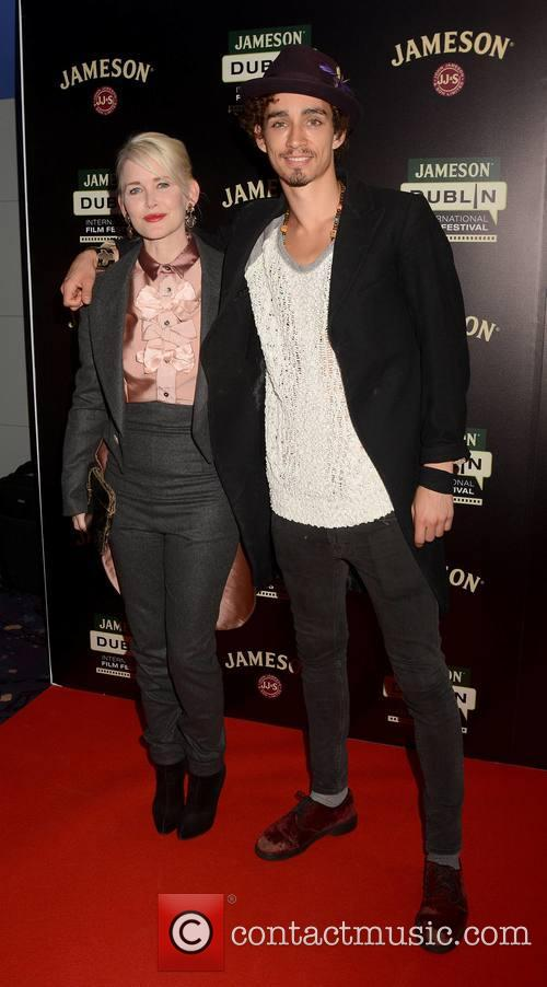 Gren Wells and Robert Sheehan 3