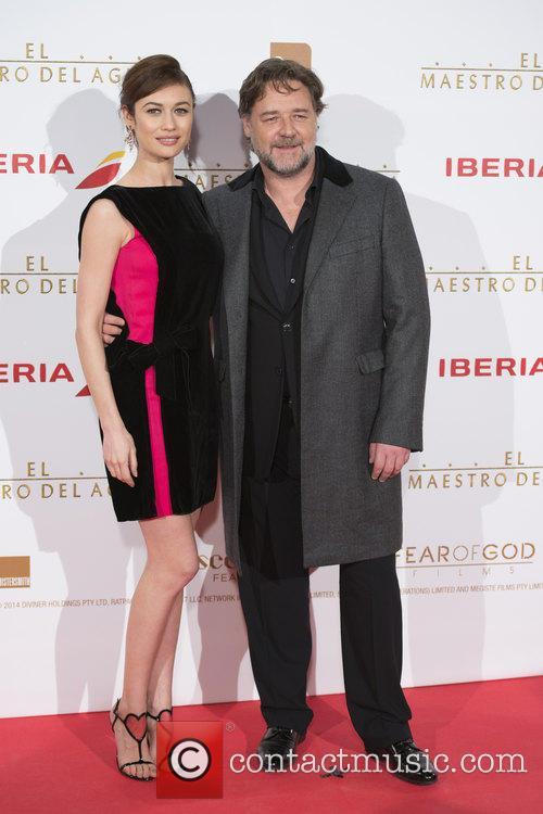 Russell Crowe and Olga Kurylenko 8