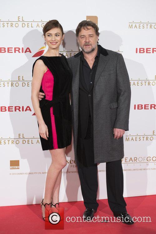Russell Crowe and Olga Kurylenko 10