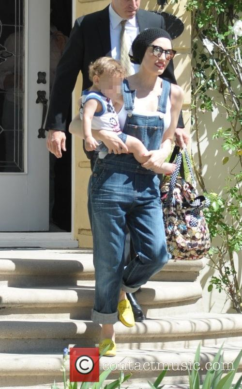 Gwen Stefani and Apollo Bowie Flynn Rossdale 5