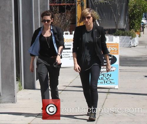 Kristen Stewart and Alicia Cargile 5