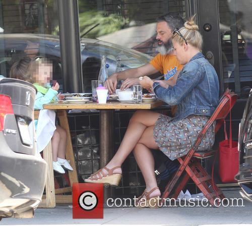 Busy Philipps, Marc Silverstein, Birdie Leigh Silverstein and Cricket Pearl Silverstein 3
