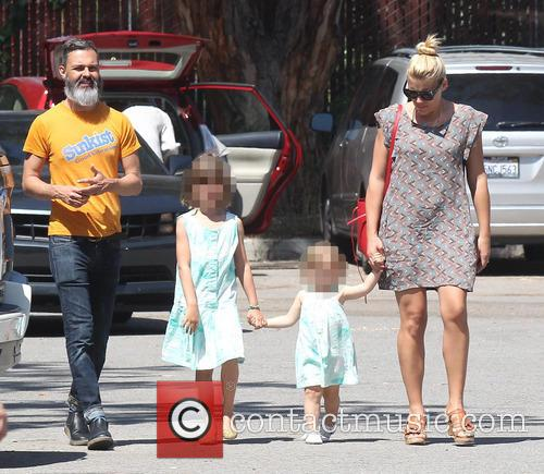Busy Philipps, Marc Silverstein, Birdie Leigh Silverstein and Cricket Pearl Silverstein 4