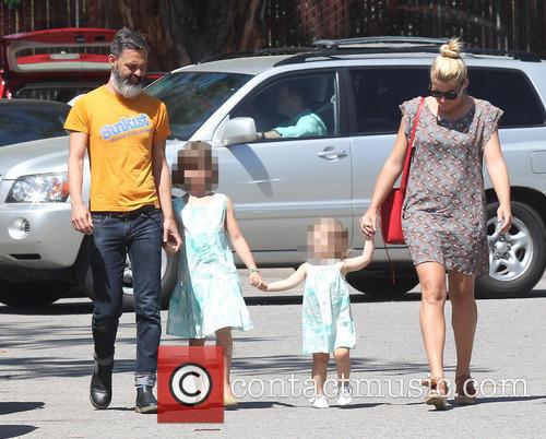 Busy Philipps, Marc Silverstein, Birdie Leigh Silverstein and Cricket Pearl Silverstein 5