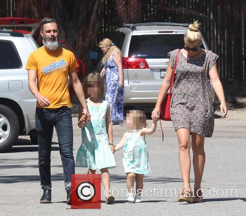 Busy Philipps, Marc Silverstein, Birdie Leigh Silverstein and Cricket Pearl Silverstein 6