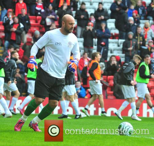Steven Gerrard and Pepe Reina 5
