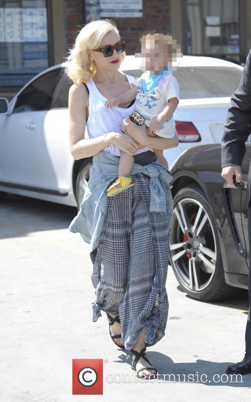 Gwen Stefani and Apollo Bowie Flynn Rossdale 3