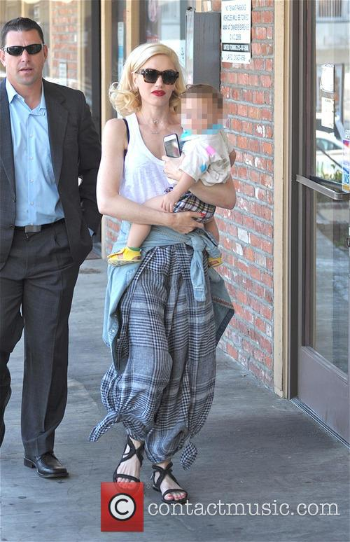 Gwen Stefani and Apollo Bowie Flynn Rossdale 6
