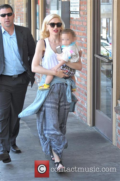 Gwen Stefani and Apollo Bowie Flynn Rossdale 8