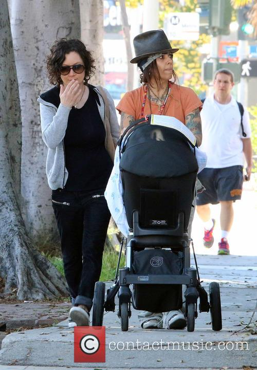 Sara Gilbert and Linda Perry 4