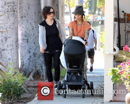 Sara Gilbert and Linda Perry 7