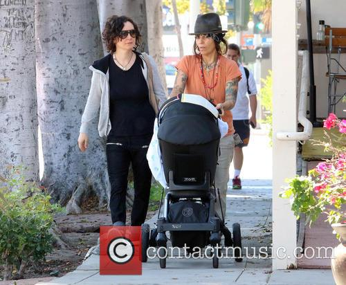 Sara Gilbert and Linda Perry 9