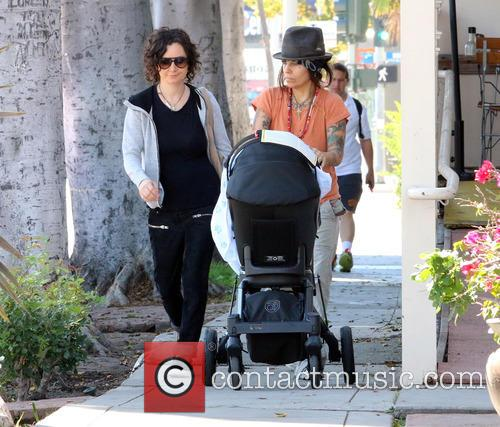 Sara Gilbert and Linda Perry 10