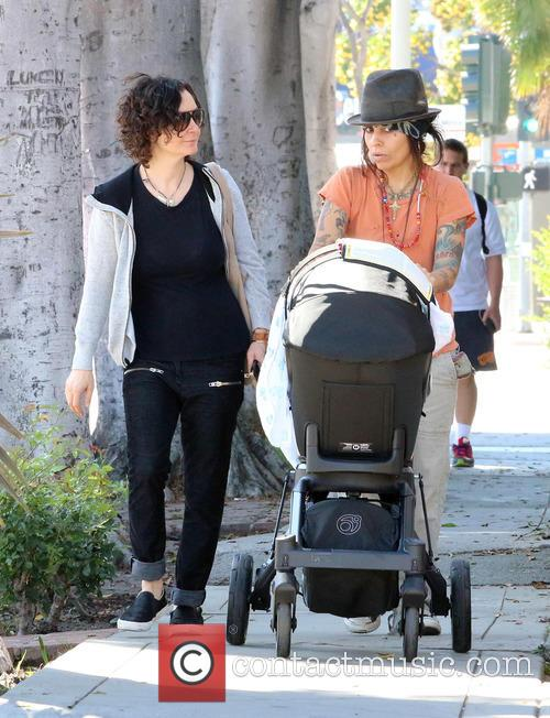Sara Gilbert and Linda Perry 11