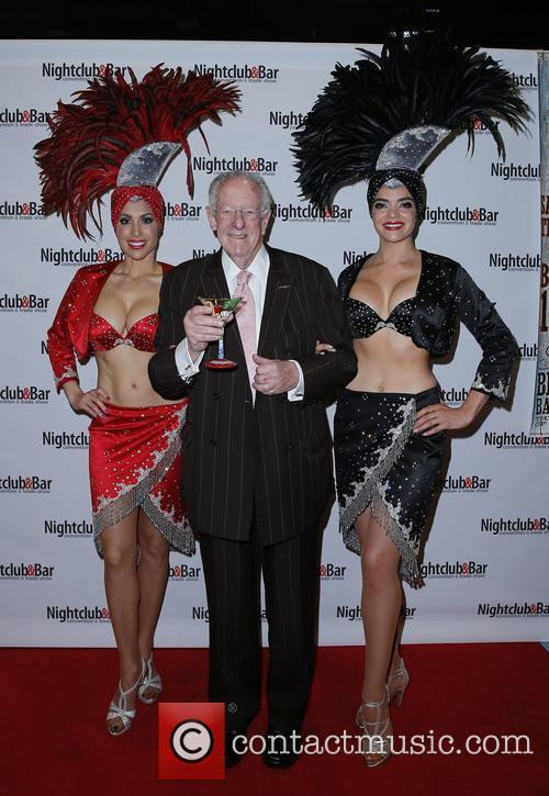 Showgirls and Oscar Goodman 1