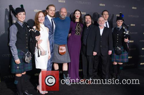 Lotte Verbeek, Sam Heughan, Graham Mctavish, Caitriona Balfe, Ronald D. Moore, Gary Lewis and And Tobias Menzies 8