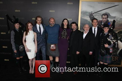 Lotte Verbeek, Sam Heughan, Graham Mctavish, Caitriona Balfe, Ronald D. Moore, Gary Lewis and Tobias Menzies 5
