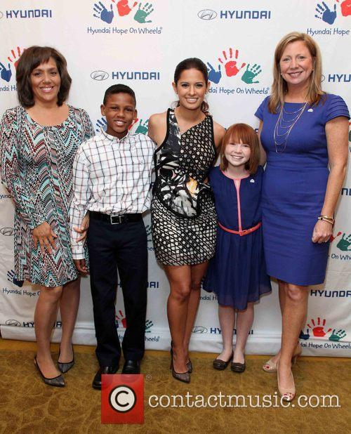 Lori Thomas, Kenny Thomas, Rocsi Diaz, Ashley Burnette and Nicole Burnette 2