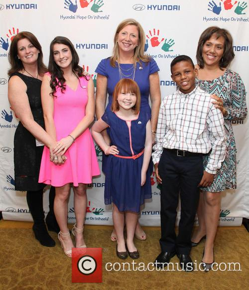 Lorraine Commerford, Brianna Commerford, Nicole Burnette, Ashley Burnette, Lori Thomas and Kenny Thomas 4