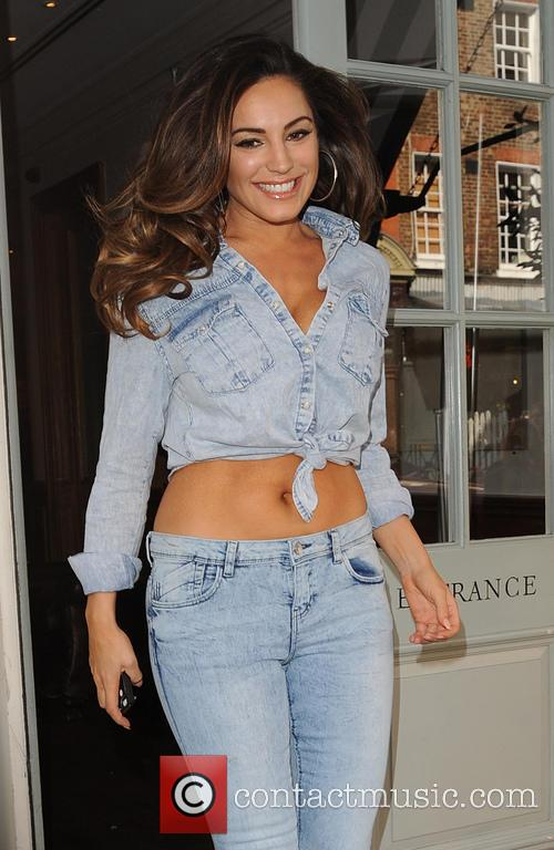 Kelly Brook leaves her hotel