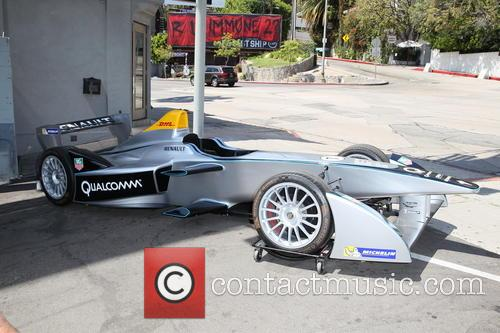 Domingo Zapata paints a Formula E car