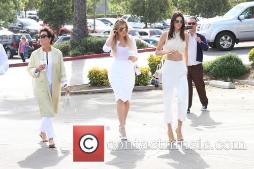 Kris Jenner, Khloe Kardashian and Kendall Jenner 5