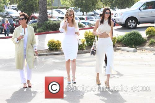 Kris Jenner, Khloe Kardashian and Kendall Jenner 6