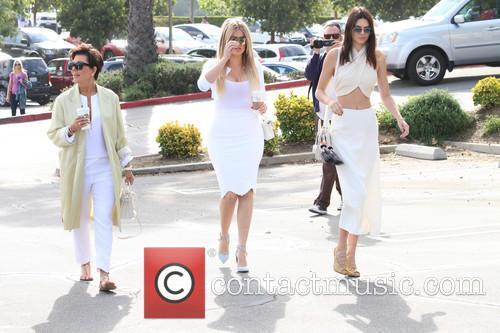 Kris Jenner, Khloe Kardashian and Kendall Jenner 7