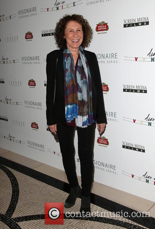 Rhea Perlman 4