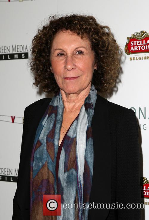 Rhea Perlman 7