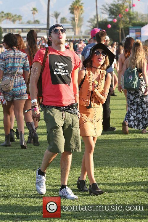 Sarah Hyland and Dominic Sherwood 3
