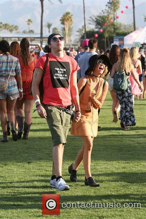 Sarah Hyland and Dominic Sherwood 4