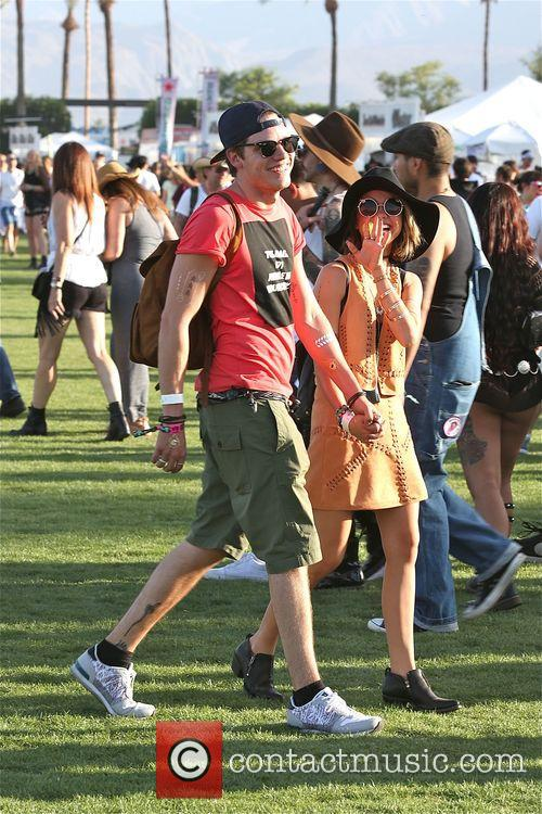 Sarah Hyland and Dominic Sherwood 5