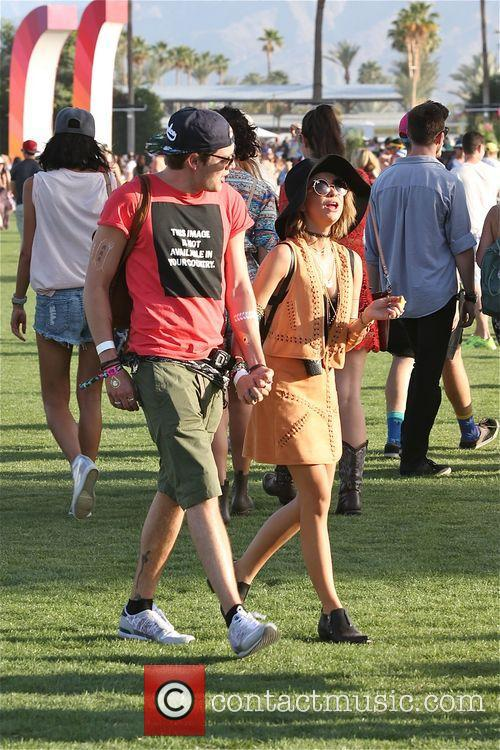 Sarah Hyland and Dominic Sherwood 7
