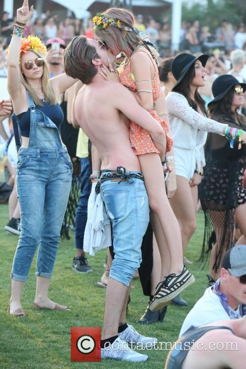 Sarah Hyland and Dominic Sherwood 6
