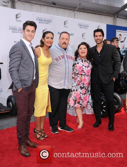 David Henrie, Daniella Alonso, Kevin James, Raini Rodriguez and Eduardo Verastegui 6