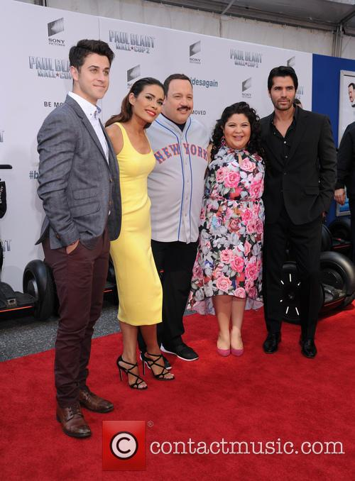 David Henrie, Daniella Alonso, Kevin James, Raini Rodriguez and Eduardo Verastegui 8