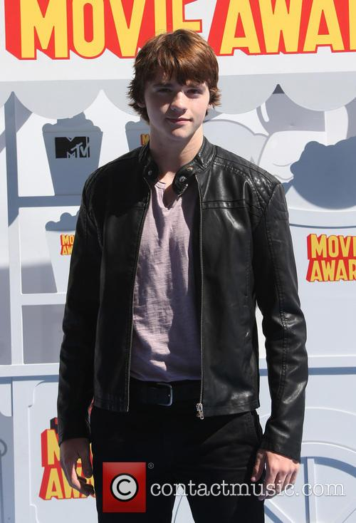 Joel Courtney 3