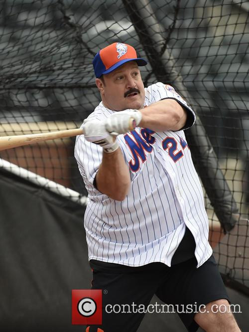 Kevin James takes batting practice at Citi Field