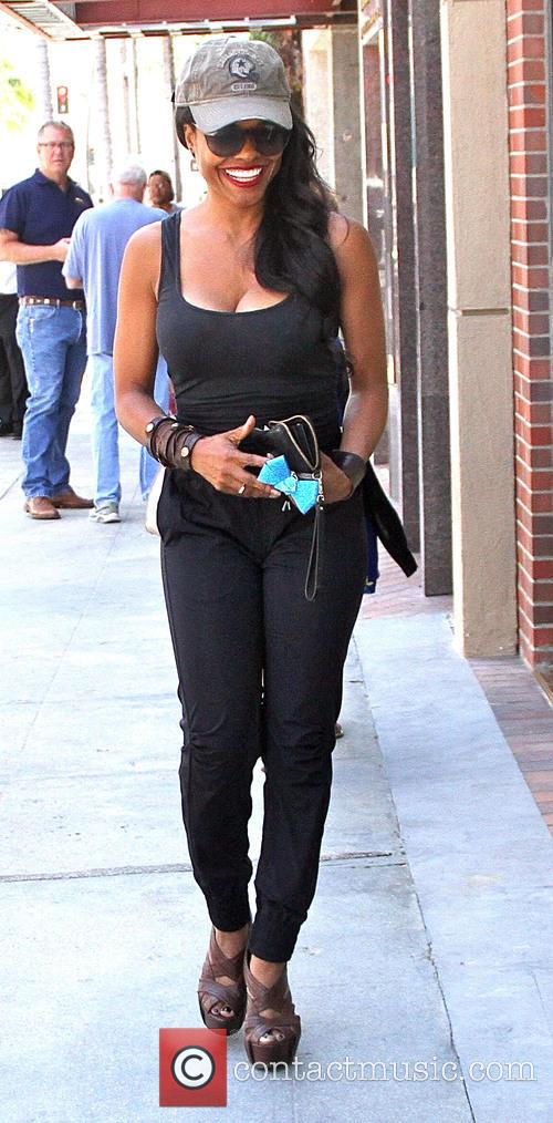 Keesha Sharp goes to a salon in Beverly...