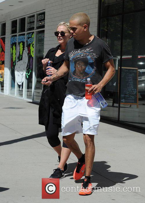 Ashlee Simpson and Evan Ross 9