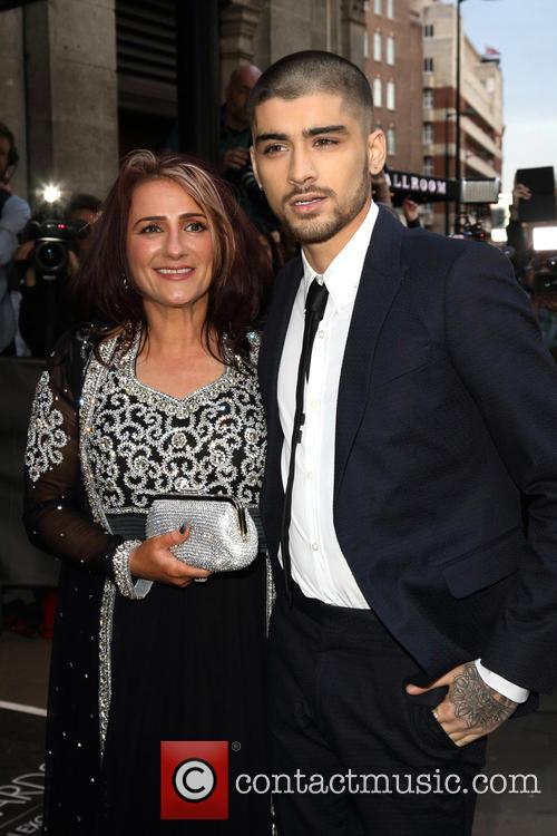 Zayn Malik Removes One Direction References On Twitter, Fans Become Hysterical