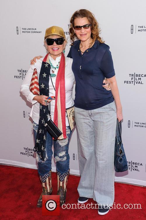 Roseanne Barr and Sandra Bernhard 11