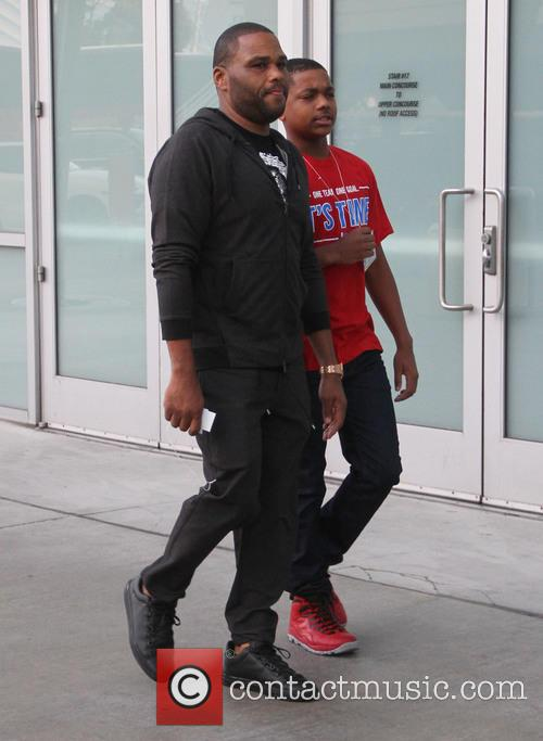 Anthony Anderson takes his son to the Staples...