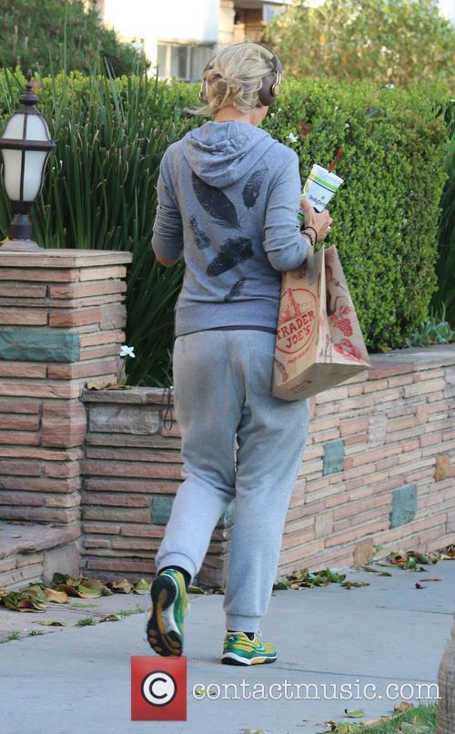 Lady Victoria Hervey leaves Trader Joe's supermarket