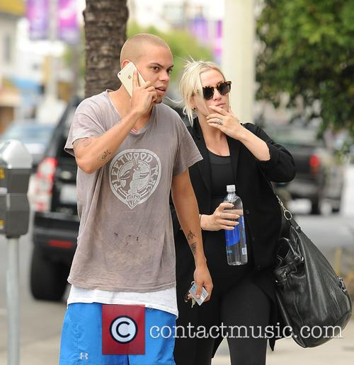 Ashlee Simpson and Evan Ross 11