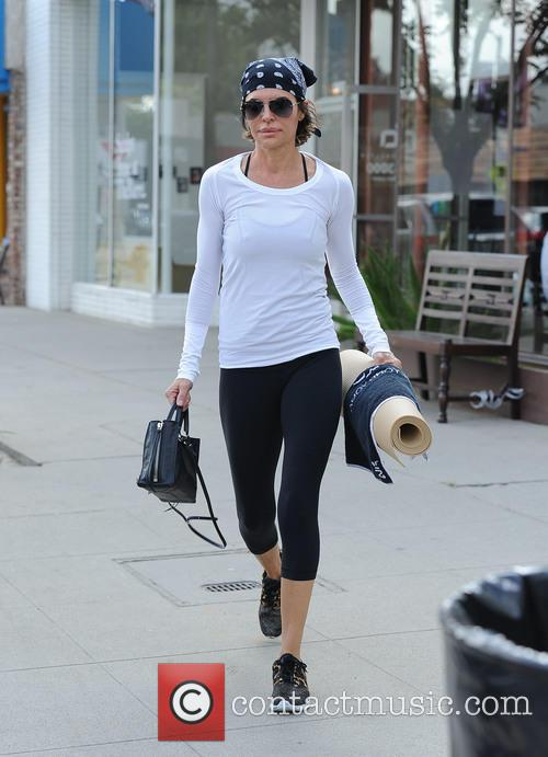 Lisa Rinna does yoga