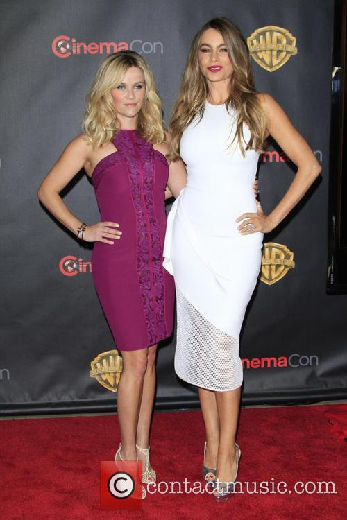 Reese Witherspoon and Sofia Vergara 5